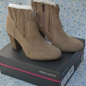 NWT Vince Camuto Fenyia Ankle Boot Tan/Brown Suede